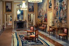 Sala de la reina del palacio de los Borbones, El Escorial Escorial Madrid, Baroque Architecture, Royal Palace, Barcelona Spain, Bungalow, Mansions, Painting, Fashion History, Villas