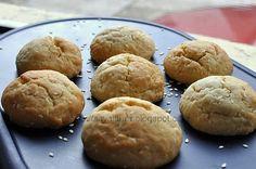 Fursecuri cu susan Malatit Hamburger, Good Food, Goodies, Bread, Vegan, Sweet, Winter, Christmas, Sweet Like Candy
