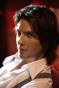 Ben Barnes as Thomas. I think this is one of the first candidates I've seen who actually looks pretty enough to play Thomas....