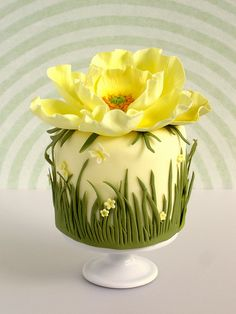 Yellow Poppy Cake, small cake creator Pamela, Made with Love Fancy Cakes, Cute Cakes, Pretty Cakes, Mini Cakes, Gorgeous Cakes, Amazing Cakes, Fondant Cakes, Cupcake Cakes, Fondant Toppers