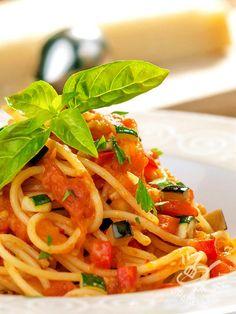 La bontà e il profumo degli Spaghetti al sugo vegetariano avranno un effetto sicuro sui vostri invitati che chiederanno sicuramente il bis!
