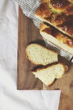 SiMS | LABiM: BUTTERZOPF. ODER: EiN HOCH AUF DAS KÖSTLiCHSTE SCHWEiZER BROT. Sims, Bread, Blog, Food, Mantle, Breads, Blogging, Baking, Sandwich Loaf