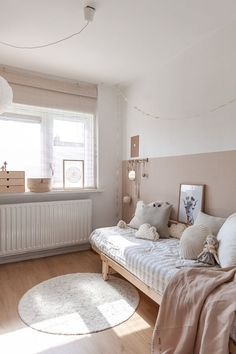 Best Ideas For Baby Room Paint Wall Quartos Baby Bedroom, Baby Room Decor, Bedroom Wall, Girls Bedroom, Bedroom Decor, Childrens Bedroom, Half Painted Walls, Baby Room Design, Room Paint