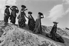Sebastiao Salgado  Workers on the canal construction site of Rajasthan, India.