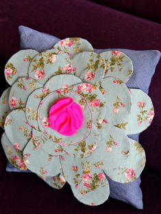 Easy Sewing Projects, Sewing Hacks, Sewing Tutorials, Sewing Tips, Diy Projects, Sewing Patterns Free, Free Sewing, Flower Pillow, Sewing Pillows