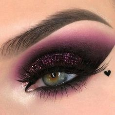 The smokey eye makeup is a timeless classic. Check out some of the best smokey eye makeup looks and ideas from the big and bold, to the soft and subtle. Makeup Eye Looks, Beautiful Eye Makeup, Eye Makeup Art, Makeup Drawing, Pretty Eye Makeup, Awesome Makeup, Clown Makeup, Stunning Eyes, Shimmer Eye Makeup