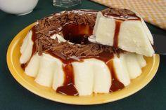 Receita de manjar com calda de chocolate