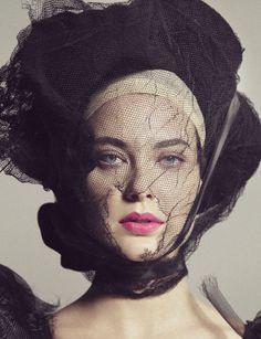 Irving Penn, Shalom Harlow on ArtStack Shalom Harlow, Irving Penn, Glamour, Lookbook, Vogue Magazine, Strike A Pose, Headgear, Editorial Fashion, Supermodels