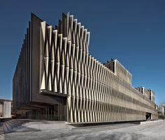 navarra biomedical research center - The Navarra Biomedical Research Center features a serrated facade designed by Vaíllo & Irigaray architecture studio. University Architecture, Facade Architecture, Kinetic Architecture, Small Buildings, Interesting Buildings, Building Facade, Facade Design, Skyscraper, Pamplona Spain