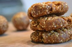 No-Bake Quinoa Protein Balls or Bars. NOTE: cool down quinoa before combining #protein #eatclean #fitspiration