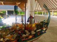 Maldivian boat dhoni with bottles Мальдивские острова лодка дони с бутылками