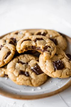 The Best Chocolate Chip Cookies - Rose Gold And Vanilla Butter Chocolate Chip Cookies, Best Chocolate Chip Cookie, Coconut Cookies, Lemon Cookies, Dark Chocolate Chips, Chocolate Desserts, Easy Cookie Recipes, Easy Desserts, Classic Desserts
