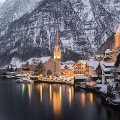 For all those who want to get away from the noise and noise on New Year's Eve. I recommend the village of Hallstatt in Austria, it is one of the most beautiful places in the world.