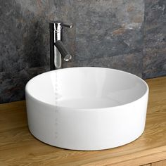 This great value High Quality circular basin, tap and waste set is perfect for most sized rooms, and looks great in an en suite, or master bathroom