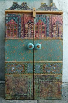 turquoise cabinet - love this .....