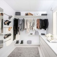 Beautiful Small walk in closet ideas and organizer design to inspire you. This DIY walk in closet ideas, walk in closet dimensions, closet organization ideas is amazing.