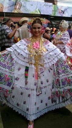 Pollera de coquito #maureencarrasco #festivalnacionaldelamejorana #natalydiazsaavedra #2016 #desfiledecarreta @camaureen