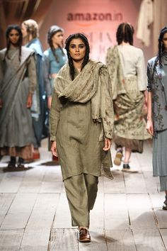 Fashion Tips Hijab .Fashion Tips Hijab Indian Suits, Indian Attire, Indian Wear, Ethnic Fashion, Indian Fashion, New Suit Design, India Fashion Week, Spring Fashion, Fashion Outfits