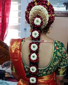 Order Fresh flower poolajada, bridal accessories from our local branches present over SouthIndia, Mumbai, Delhi, Singapore and USA. South Indian Wedding Hairstyles, Bridal Hairstyle Indian Wedding, Indian Hairstyles, Bride Hairstyles, Flower Garland Wedding, Bridal Hair Flowers, Flower Garlands, Bridal Braids, Bridal Hairdo