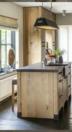 An outdoor kitchen can be an addition to your home and backyard that can completely change your style of living and entertaining. Kitchen Pantry Design, Rustic Kitchen Design, Wooden Kitchen, Interior Design Kitchen, Kitchen Decor, Kitchen Ideas, Reclaimed Wood Kitchen, Warm Kitchen, Rustic Design