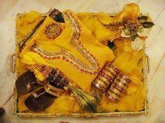 New bridal dresses indian haldi Ideas Indian Wedding Gifts, Desi Wedding Decor, Indian Wedding Decorations, Wedding Events, Wedding Themes, Yellow Decorations, Engagement Decorations, Wedding Parties, Wedding Ideas