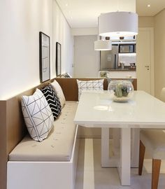 24 Tips for Decorating Your Apartment That Always Look Fantastic - Home Decor & Interior Design Kitchen Benches, Kitchen Dinning, Condo Living, Home And Living, Sweet Home, Dinner Room, Interior Decorating, Interior Design, Small Dining