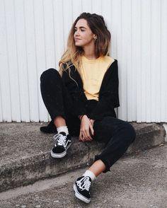 Pose sit wall