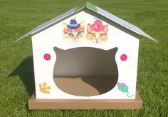 cabane chat  éco-responsable, en carton, personnalisée avec des stickers dessinés main.