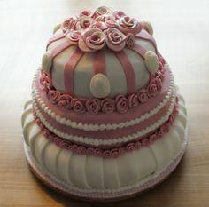 Susi Sandows Rosentorte belegte Platz 2 im Januar. Rezepte und Tipps zum Torten dekorieren nur bei Facebook: Cake Company - Torten mit Pfiff