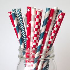 4th of July Paper Straws, Classic Red, White and Blue Americana.  Perfect for Picnics, BBQ or neighborhood potluck underneath the fireworks! | twigsandtwirls.com