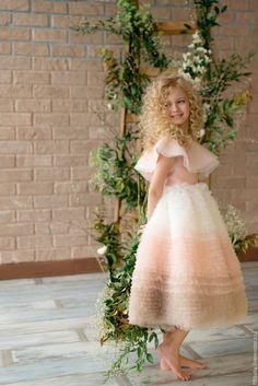 "Adorable dress for a girl | Купить Нарядное платье ""Волан"" (Розовое) - розовый, нарядное платье, нарядное детское платье Girls Dresses Tween, Girls Party Dress, Little Girl Dresses, Baby Birthday Dress, Birthday Dresses, Mode Pro, Sewing Baby Clothes, Baby Dress Design, White Flower Girl Dresses"