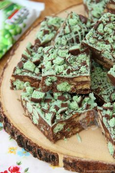 Quick, Easy, and Delicious Mint Aero Rocky Road. Chocolate Traybake Filling with Biscuits and Oodles of Mint Aero Goodness! I utterly adore Mint Aero Bubbles. Like, if someone gave me the bag, I would happily finish it within minutes (and thats being slow). MyNo-Bake Mint Aero Cheesecakerecipe that I posted recently made me realise that you all utterly adore the delicious treat too! Therefore, another Mint Aero related recipe simply HAD to happen. Hello, Mint Aero Slice. I wasn't entirely…