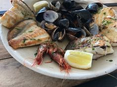 Die schönsten Restaurants mit Meerblick auf Mallorca - COOKIES FOR MY SOUL Paella, Restaurants, Pork, Meat, Places, Fish Dishes, Food Menu, Majorca, Easy Meals