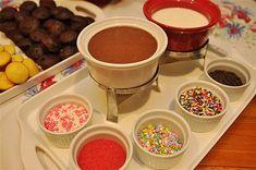Essa é a melhor época para desfrutar um bom fondue com os amigos. Mas para fugir do comum, que tal inovar nos sabores? Confira algumas receitas doces diferentes de fondue! - Veja mais em: http://www.vilamulher.com.br/receitas/nova-cozinha/fondues-doces-e-descolados-4-1-75-1301.html?pinterest-mat