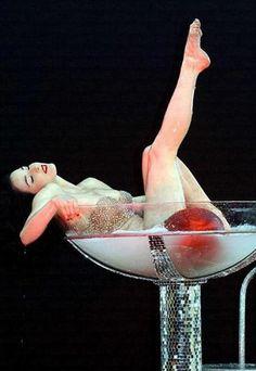 Dita Von Teese Burlesque Show #hauteforhalloween & #bluevelvetvintage