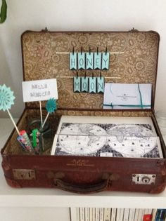 Valise pour urne vintage | Annonces Dentelle Travel Wedding Gifts, Travel Gifts, Bridal Boxes, Wedding Boxes, Boho Wedding, Wedding Day, Oriental Wedding, Just Married, Marry Me