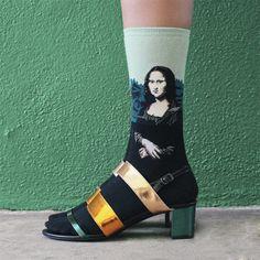 A marca de meias The Sock Drawer lançou uma coleção incrível que traz várias obras de arte e pinturas para os nossos pés. Tem Monalisa, o Grito e mais!