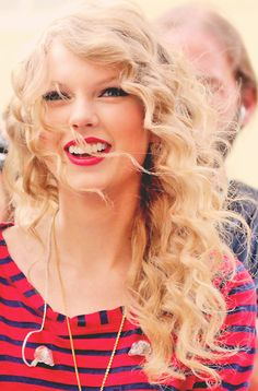 tswift hair and red lipstick! Love it!