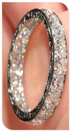 beautiful wedding band..this would be a great addition to my rings, maybe for an anniversary