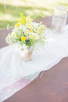 #KElliottphotography #lace #daisies #tablerunner