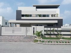 Property Guide: Kanal Luxurious House For Sale, Phase 6 DHA Lahore. Modern Bungalow Exterior, Modern Exterior House Designs, Modern House Facades, Bungalow House Design, House Front Design, Modern Architecture House, House Layout Plans, Dream House Plans, House Layouts