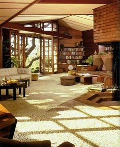 I LOVE Frank Lloyd Wright! hanna house in stanford, california by frank lloyd wright, 1937 70s Home Decor, Vintage Home Decor, 1970s Decor, Style Vintage, Home Interior Design, Interior Architecture, Room Interior, Vintage Interior Design, Vintage Interiors