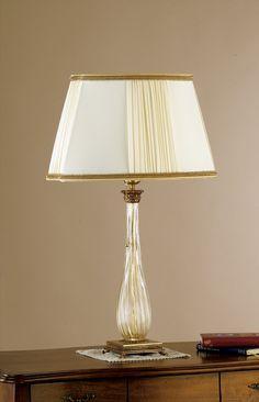 Lampe artisanale en verre de Murano, développée spécialement pour les hôtels