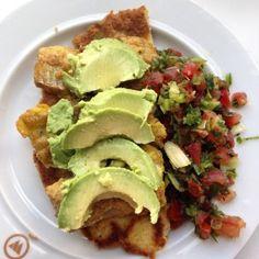 LCHF paneret fisk (stegt i avocado olie) på LCHF tortillas toppet med salsa og avocado