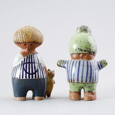 Lisa Larson I have the one on the left. Nordic Design, Scandinavian Design, Stig Lindberg, Kokeshi Dolls, Wooden Dolls, Ceramic Artists, Custom Dolls, Vintage Ceramic, Ceramic Pottery