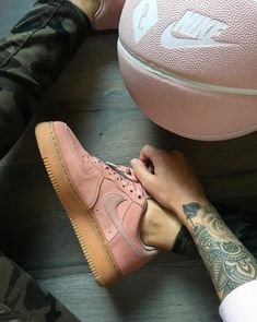 Nike Air Force 1 '07 LV8 Suede PARTICLE PINK AA1117-600
