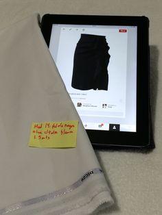 Mod 14: falda negra con olan con tela casimir supremo color blanco. 1.5 mts