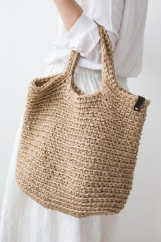 Сумка-шоппер с длинными вязаными ручками в магазине «Pole Home» на Ламбада-маркете Crochet Tote, Crochet Handbags, Crochet Purses, Knit Crochet, Net Bag, Boho Bags, Knitted Bags, Handmade Bags, Purses And Handbags