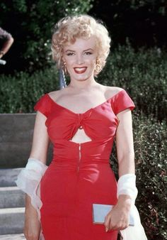 Marilyn at the Ray Anthony party, 1952. Photo by Bruno Bernard.