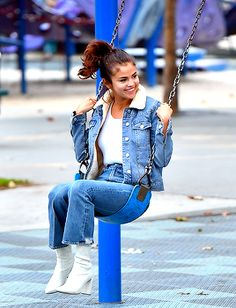 Selena Wore a Denim Outfit to the Playground and Look How Happy She Is Selena Selena, Fotos Selena Gomez, Selena Gomez Style, Selena Gomez Tumblr, Mode Outfits, Casual Outfits, Fashion Outfits, Selena Gomez Outfits Casual, Denim Outfits